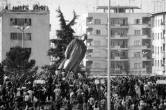 hoxha-albania-statue